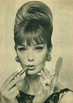 Easy Pin Curl Set for Retro Waves - Popular Vintage Retro Mode, Mode Vintage, Retro Vintage, Vintage Updo, Vintage Woman, Retro Chic, Vintage Style, 1960s Fashion, Vintage Fashion