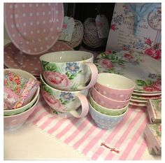 pink dishes..