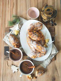 Teplá vánočka a voňavé kakao jsou předzvěstí všeho krásného, co Štědrý den přinese... Iron Pan, Pork, Menu, Alcohol, Kale Stir Fry, Menu Board Design, Pork Chops