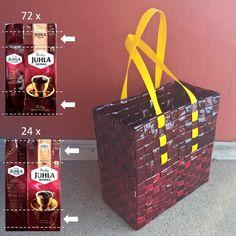 Juhla Mokan punainen kahvipussikassi pussin ylä- ja alareunapaloista ruutupunonnalla. Candy Wrappers, Recycling, Coffee, Instagram, Crafts, Handbags, Mocha, Projects, Candy Cards