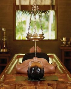 Aromatherapy and Massage is a popular form of natural healing work that involves using aromatic essential oils to promote health and well being. Aromatherapy And Massage . Ayurveda, Massage Room, Massage Therapy, Spa Therapy, Hotel Four Seasons, Ayurvedic Spa, Spa Interior, Alternative Health, Relaxer