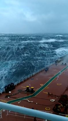 Ship in a Torrential Sea - Video Photography Beach, Video Photography, Nature Photography, Nature Gif, Science And Nature, Sea Video, Beautiful Places To Travel, Ocean Waves, Nature Pictures