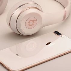 ιpнone 8 and beats headphones Cute Headphones, Bluetooth Headphones, Beats Headphones, Cute Phone Cases, Iphone Cases, Accessoires Ipad, Mac Notebook, New Ipad Pro, Coque Iphone