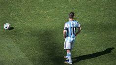 Lio observa.. Argentina 1 Suiza 0 .......... Gol de Di Maria..... en tiempo suplementario..... 1 julio de 2014.. octavos de final..  Estadio Arena Corinthias ... San Pablo.. Brasil.