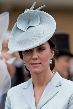Britain's Catherine Duchess of Cambridge attends a garden party at Buckingham Palace in London on May 16 2017 / AFP PHOTO / POOL / Victoria Jones