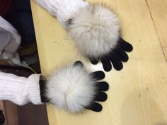 Gloves with furs!