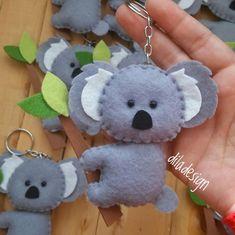 Bear crafts Koalabär Baby Gates Flexibility And Warning Article Body: Baby gates keep your babies an Felt Animal Patterns, Stuffed Animal Patterns, Aussie Christmas, Xmas, Fabric Crafts, Sewing Crafts, Koala Craft, Australia Crafts, Felt Keyring