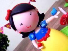 Branca de Neve  Linda princesinha modelada em um estilo mais fofinho!  Super tendência para festas!  Fazemos outros personagens, consulte-nos!