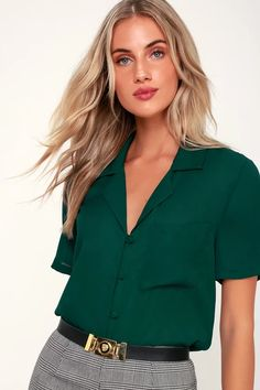 It's easy to dress for success with the Lulus Good Luck Charm Dark Green Short Sleeve Button-Up Top! Classic collared top with pocket and covered button placket Green Blouse Outfit, Green Shirt Outfits, Bluse Outfit, Short Sleeve Button Up, Short Sleeve Blouse, Long Sleeve, Dark Green Shirt, Casual Outfits, Fashion Outfits