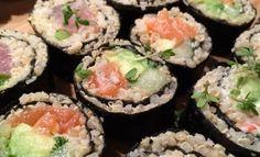 Quinoa sushi voor de sushi-lovers! Een recept waarbij de sushi rijst vervangen wordt door quinoa. Maak thuis je quinoa sushi en geniet!