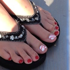 A baseball mom friend has this-- too cute! So getting this done asap Pedicure Colors, Pedicure Nail Art, Mani Pedi, Toe Nail Color, Toe Nail Art, Nail Colors, Cute Toes, Pretty Toes, Pretty Nails