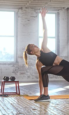 Introducing our newest innovation – warp knit. Mix up your usual gym look with a new form of comfort and durability. Click through to shop Karlie Kloss' look.