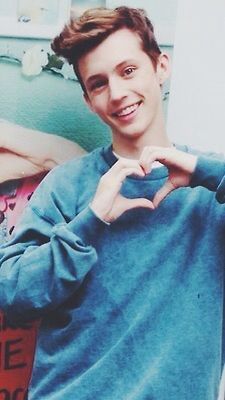 TROYE STOP IT YOUR GOING TO KILL ME WITH ALL THIS FUCKING CUTNESS