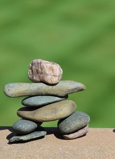 It's a fun relaxing activity for you and the kids. It doesn't cost anything and doesn't take much time. These stone men are known as Inuksuk in Canada. Easy Garden, Garden Art, Garden Ideas, Pebble Pictures, Stone Pictures, Rock Sculpture, Garden Sculpture, Landscaping With Rocks, Easy Art Projects