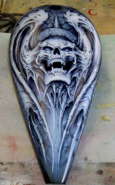 Want this molded out of filler for Motorcycle Paint Jobs, Motorcycle Tank, Airbrush Designs, Airbrush Art, Air Brush Painting, Car Painting, Pinstriping, Custom Moto, E Motor