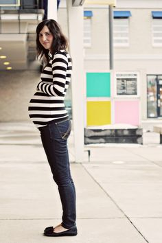 Cutest pregnant blogger, Kelsey Williams, from blogs Snappy Casual and Words of Williams.