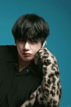 I swear is kim taehyung actually real? Because his beauty is so unbelievable - I swear is kim taehyung actually real? Because his beauty is so unbelievable - Daegu, Jimin, Bts Bangtan Boy, Rapmon, Kim Namjoon, Kim Taehyung, Foto Bts, Billboard Music Awards, Taekook