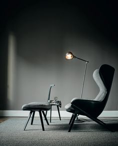 Un grand fauteuil relax et design avec repose-pieds, Cassina - Marie Claire Modern Furniture, Furniture Design, Space Furniture, Up House, Interior Design Inspiration, Interior Architecture, House Styles, Home Decor, Armchairs