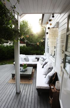 wallstudio: Inspiring Outdoor Spaces - great outdoor area for the whole family. I love the large deck, corner sofa, masses of pillows and the string of outdoor lights Outdoor Rooms, Outdoor Living, Outdoor Decor, Outdoor Seating, Deck Seating, Outdoor Sofa, Outdoor Furniture, Interior Exterior, Exterior Design