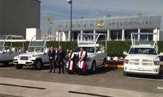 Bendicen papamóviles que usará el Papa Francisco en México