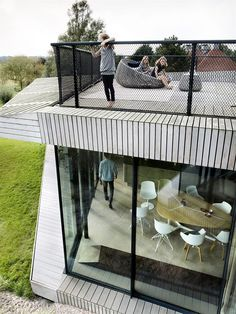 House is a contemporary smart home designed by Amsterdam-based UNStudio. House in the north of Holland incorporates . Smart Home Design, Dutch House, Surface Habitable, D House, Interior Design Magazine, Eco Friendly House, Indoor Outdoor Living, Interior Architecture, Container Architecture