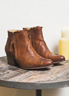 Low boots frangées
