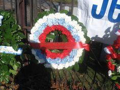 Anciens Combattants Québécois  Le Consulat de la Fédération de Russie présente sa couronne de fleurs naturelles
