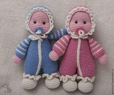 Купить или заказать Кукла вязаная Близнецы (2 куклы) Усыновлены. в интернет-магазине на Ярмарке Мастеров. Не знаете, что подарить на выписку счастливым обладателям близнецов? Ответ перед Вами: это вязаная кукла близняшки. Для их 'рождения' мне понадобилась натуральная мериносовая шерсть, холлофайбер для набивки вязаных игрушек и две пары стеклянных глаз.