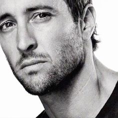I could drown in those eyes.... #AlexOloughlin ♥