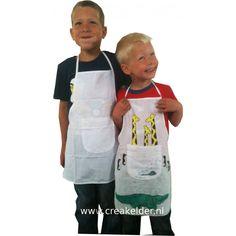 Met dit katoenen kinderschort is de kleine kok compleet! Met textielstiften kan dit schort versierd worden. Leuk schort versieren tijdens je kinder kookfeestje! 45 x 50cm www.creakelder.nl