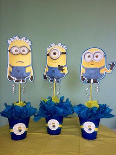 1 minion centerpiece. Customize your minion centerpiece to your childs age or name. The centerpiece measures 15 height, 7wide. Choose between Kevin,