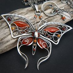 nice I see alot of wire butterflies but this one distinguishes itself because it'...