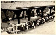 Snapshot femmes faisant la lessive lavoir laveuse linge animée vers 1940