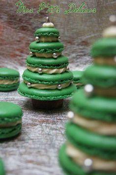 Christmas Tree Macarons