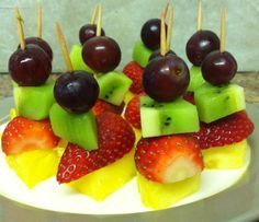 What Are Some Healthy Snacks For Kids? Appetizers For Party, Appetizer Recipes, Christening Food, Fruit Sticks, Fruits For Kids, Fruit Skewers, Food Platters, Finger Foods, Healthy Snacks