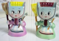 PY Anthropomorphic Dustpan Ladies Salt and Pepper Shakers Salt And Pepper Set, Salt Pepper Shakers, Kitsch, Feather Duster, Tea Pots, Pottery, Dustpan, Stuffed Peppers, Plywood Furniture