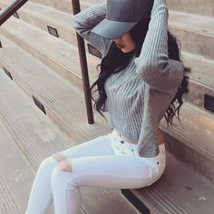 White ripped jeans, Grey long sleeved and grey snapback | pinterest - EmilieGodt
