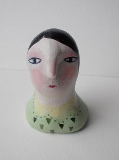 Maeve - clay head figure 1