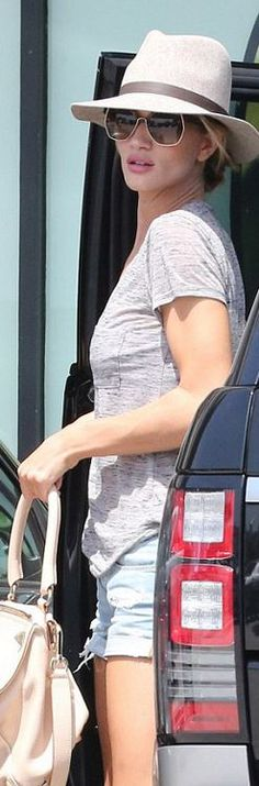 Who made Rosie Huntington-Whiteley's gray pocket tee, hat, blue denim shorts, tan handbag, and gold sunglasses?