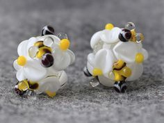 Handmade Lampwork Beads  daisies 13 mm by JewelryBeadsByKatie