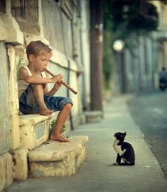 Boys plays flute for cat ^_^