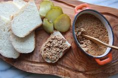 Creton: French Canadian amazing meat spread. Great for an appetizer, school lunches or a light dinner. Few ingredients but a lot of flavour.
