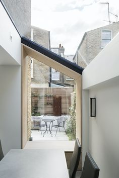 Pergola Connected To House Kitchen Extension Side Return, Kitchen Extension Exterior, Architecture Details, Interior Architecture, Architecture Diagrams, Architecture Portfolio, Home Interior Design, Interior And Exterior, Glass Extension