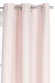 Pimentävä rengasverho. Takana viskoosipinnoite.  Valkoinen takapuoli. Etupuoli polyesteriä. 1 verho/pakkaus. Pesu 40°. Saatavana kolme kokoa: 110x160, 110x220 ja 110x250 cm. Silitetään kosteana enintään 150° lämpötilassa (kaksi pistettä). <br><br>Rengasverhot laskeutuvat kauniisti, ja poimutusta on helppo säädellä. Silitetään nurjalta puolelta keskilämmöllä. <br><br>100% polyesteriä<br>Pesu 40°
