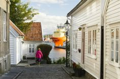 Old Stavanger has a nice view over Stavanger city. You can take a nice walk in the beatiful streets and visit some of the galleries boutiques.  #regionstavanger #visitnorway #funn Photo: CH/VisitNorway