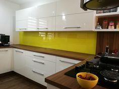 kalená sklenená kuchynská zástena Kitchen Cabinets, Home Decor, Decoration Home, Room Decor, Cabinets, Home Interior Design, Dressers, Home Decoration, Kitchen Cupboards