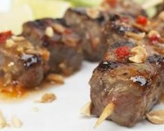 Thai-Style Beef Skewers With Chili Glaze Cohen Diet Recipes, Healthy Diet Recipes, Healthy Habits, Healthy Food, Grilled Steak Recipes, Grilling Recipes, Beef Skewers, Light Recipes, Healthy Recipes