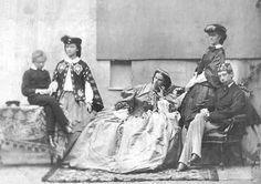 Possenhofen, estate 1860...Mapperl, Sophie, Nenè, Sisi e Ludwig Viktor