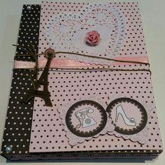 Mini Álbum Paris   Feito com papel para scrapbooking, adesivos, tags e apliques metálicos. O tema pode ser alterado e personalizado! Perfeito para presentear quem você ama