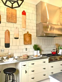 Leather drawer pulls, vintage chopping boards as art: katiedid: San Francisco Decorator Showcase - TWO Kitchens
